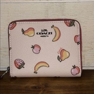 👛 NWT Coach Limited Edition PAC-Man Fruit Wallet